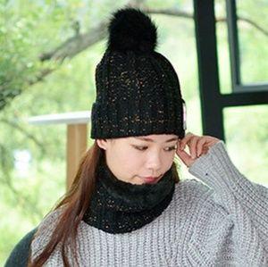 Accessories - ONLY 2 LEFT! Winter hat/neck warmer set Black/Gold